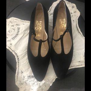 Salvatore Ferragamo  Womens Sz7b Black Suede Heels
